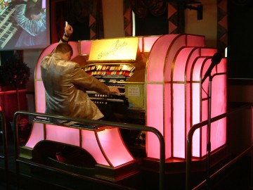 Chris Powell at the WurliTzer 3/23