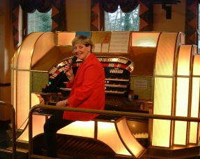 Jean Martyn at the Singing Hills WurliTzer
