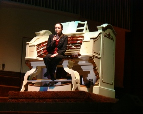 Catherine Drummond at the Worthing WurliTzer